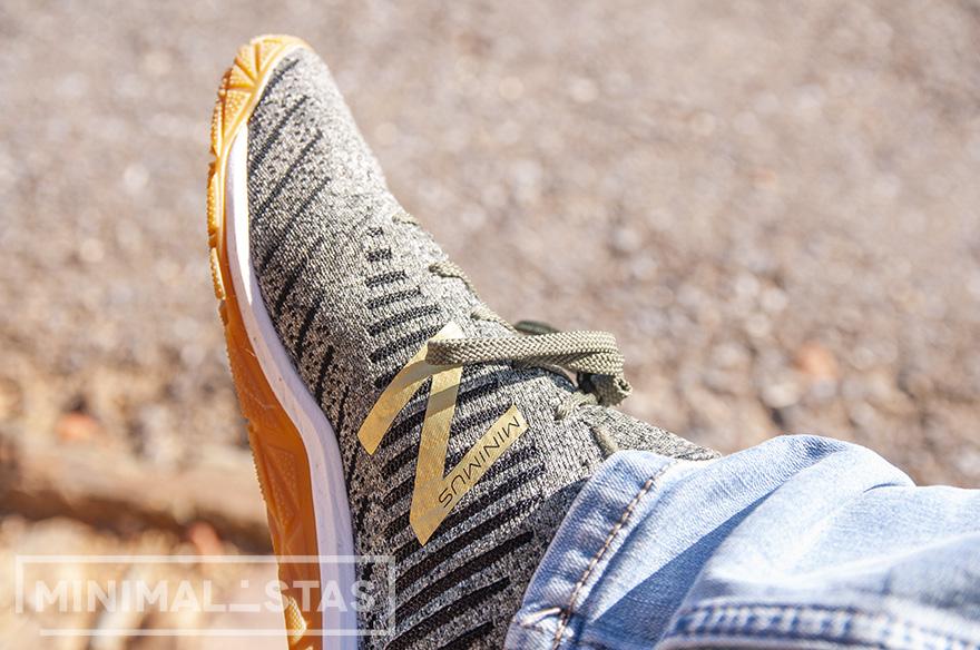 Detalle Minimus en las zapatillas minimalistas
