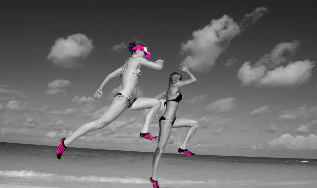Zapatillas minimalistas en la playa
