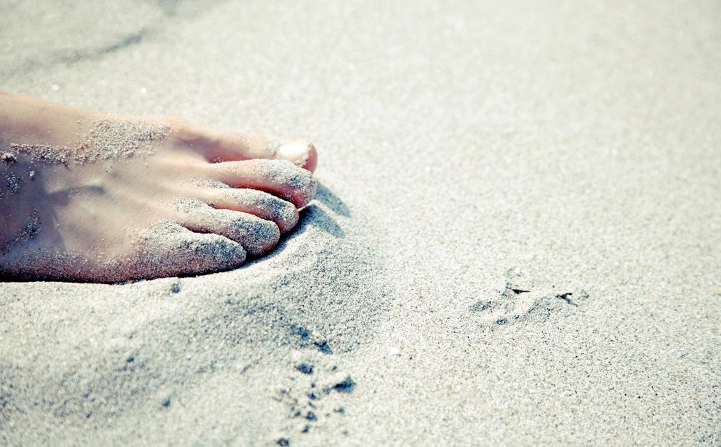 Pies descalzo en la arena