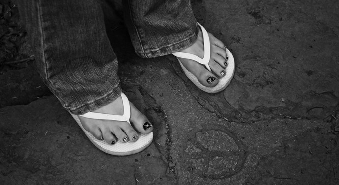 Caminar con chanclas