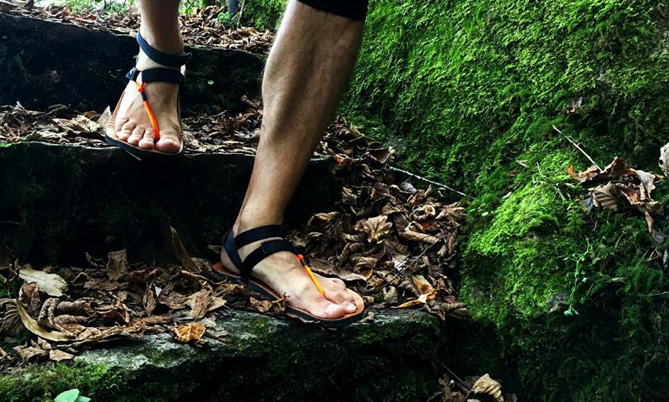 Corredor con huaraches Enix Sandals