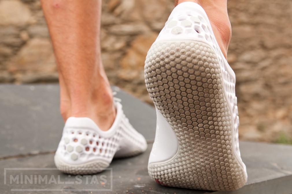 Detalle de la suela de las zapatillas minimalistas Vivobarefoot Ultra III