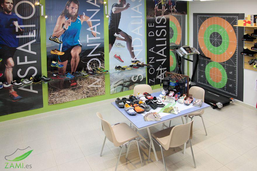 Vista de la tienda física de zapatillas minimalistas ZaMi