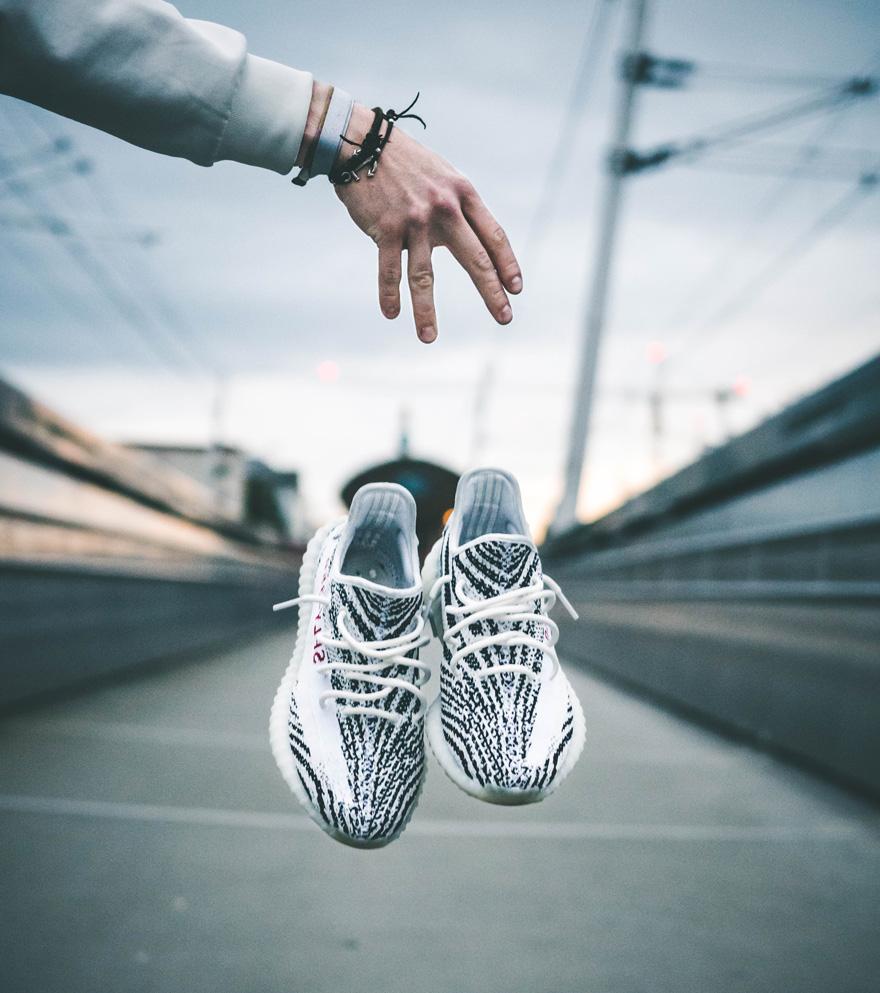 Tirando zapatillas de running
